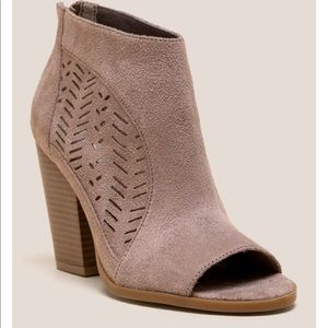 NOT RATED | JINORA PEEP TOE SHOOTIE SIZE 10